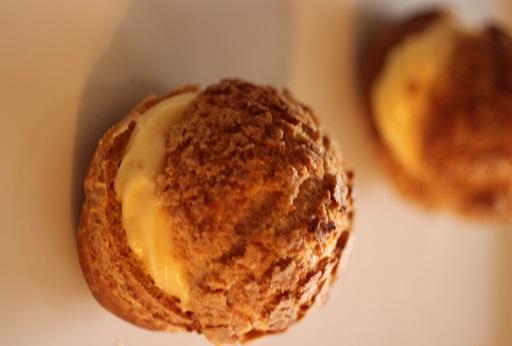基本形。今回の基本はクッキーシュー。今フランスでも流行のシューに展開。